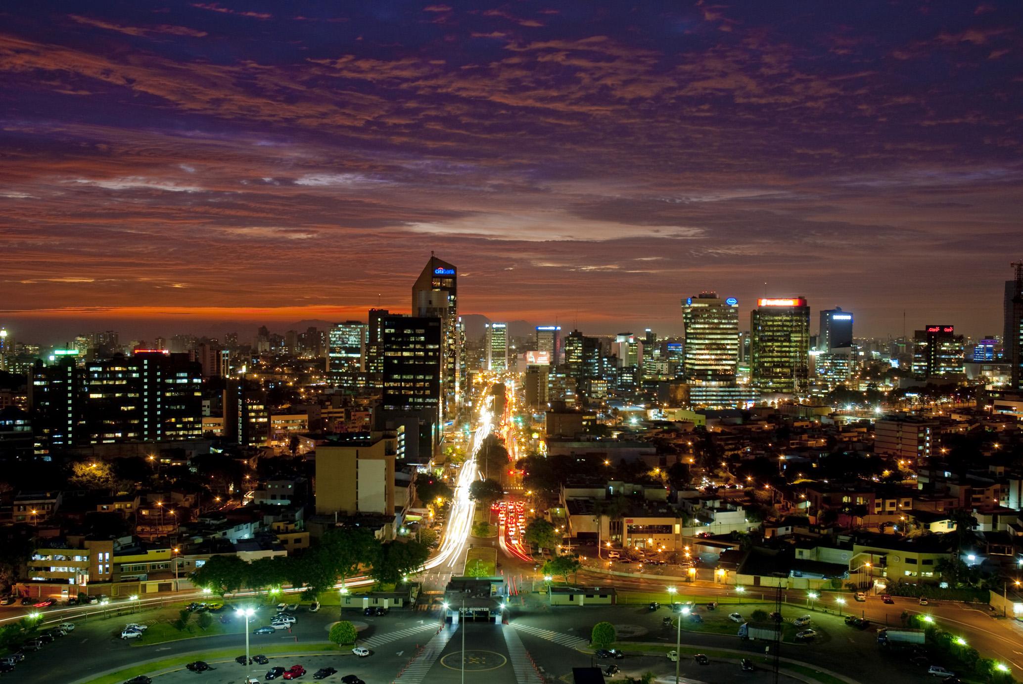 Lima de noche lima es linda for Ministerio del interior san isidro
