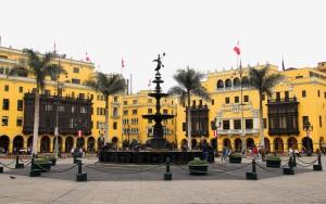 Fuente Plaza de Armas de Lima