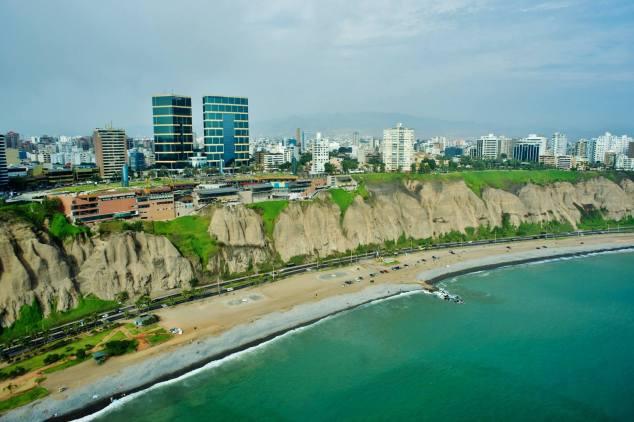 Lima con vista al mar