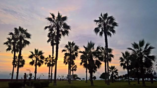 sunset-en-el-malecon-de-miraflores-lima